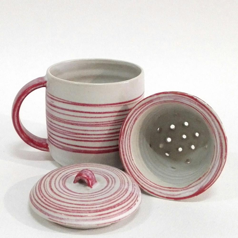 Taza de gres con colador y tapa